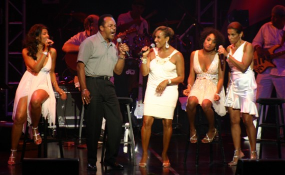 """Clifton Davis joins Kathy Sledge on stage on """"Never Can Say Goodbye"""""""