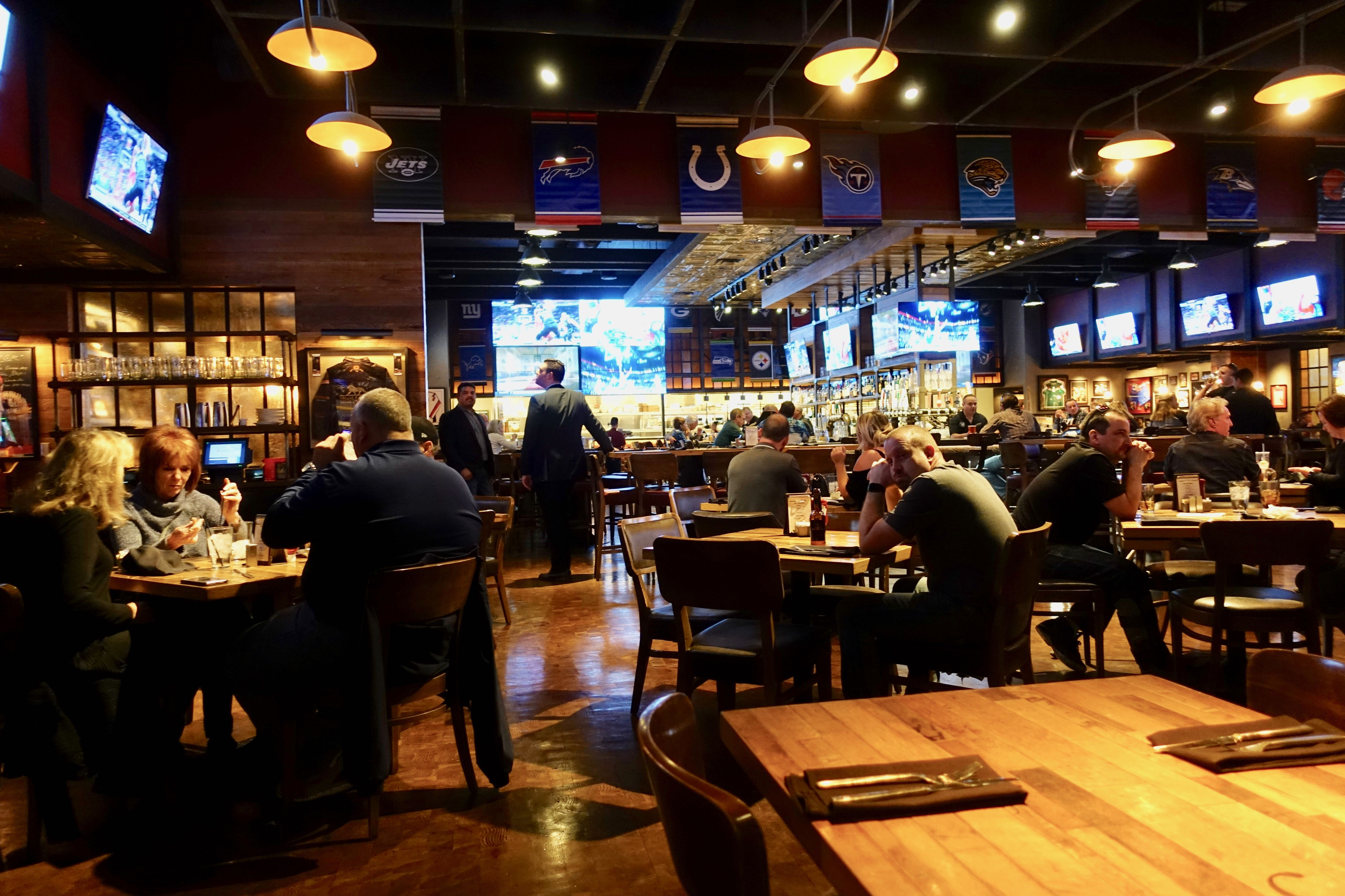 Places To Eat And Drink Perhaps Watch Sports Are Everywhere At Mgm Grand Las Vegas