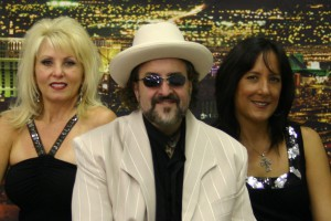 Rev Bill lead singers: Linda Angeline (left), Rev Bill and Laura Garcia (right).